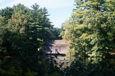 Pont couvert dans l'Old Sturbridge Village (Massachussets, 2001/09/15)