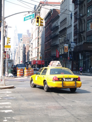 Taxi dans Broadway (New-York City, 18 juin 2006)